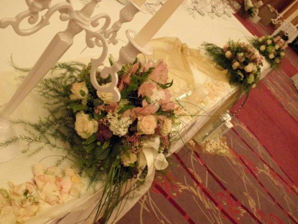 dekoracija stola za mladence primjer br.1